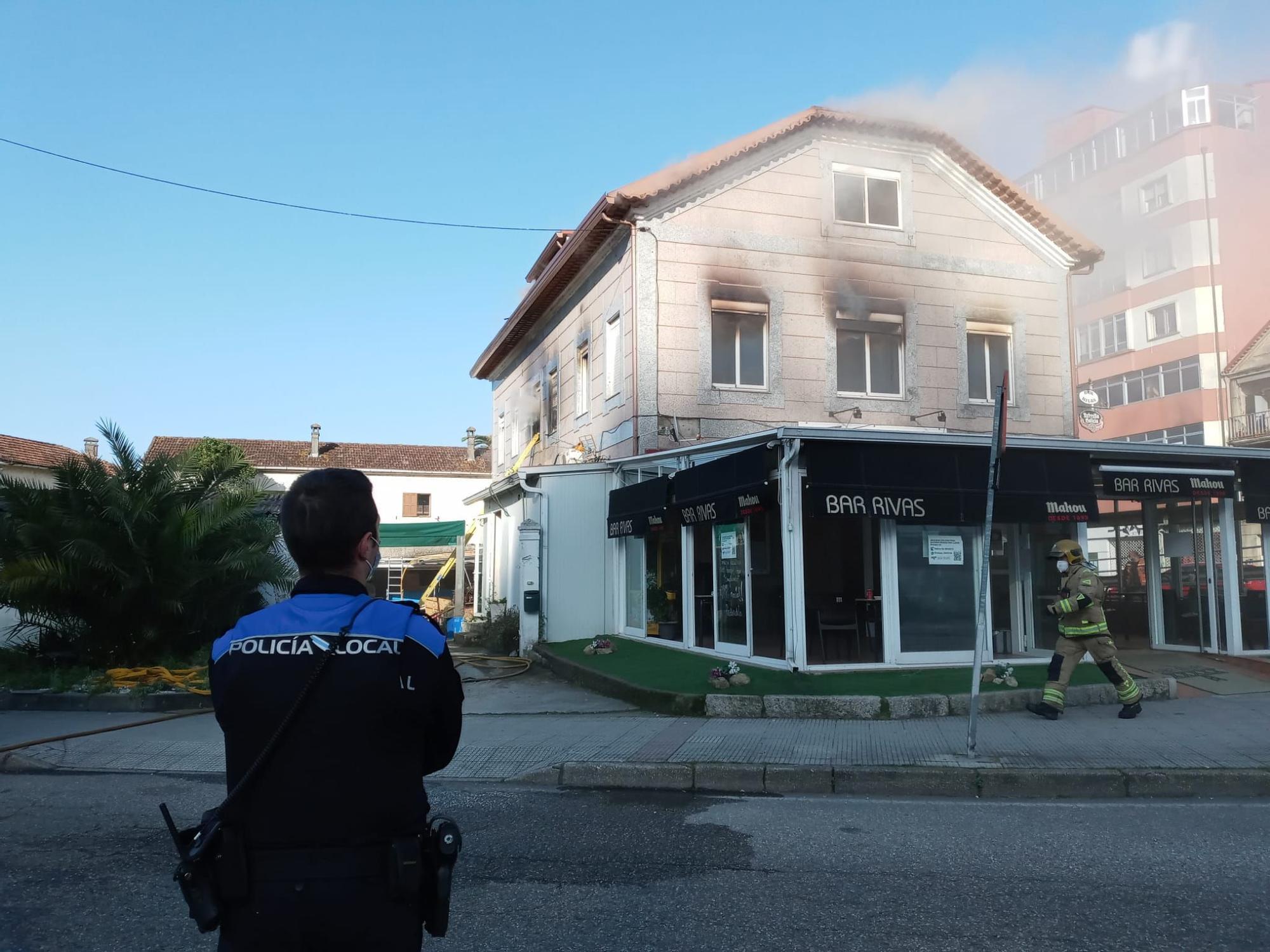 Espectacular incendio en el centro de Redondela