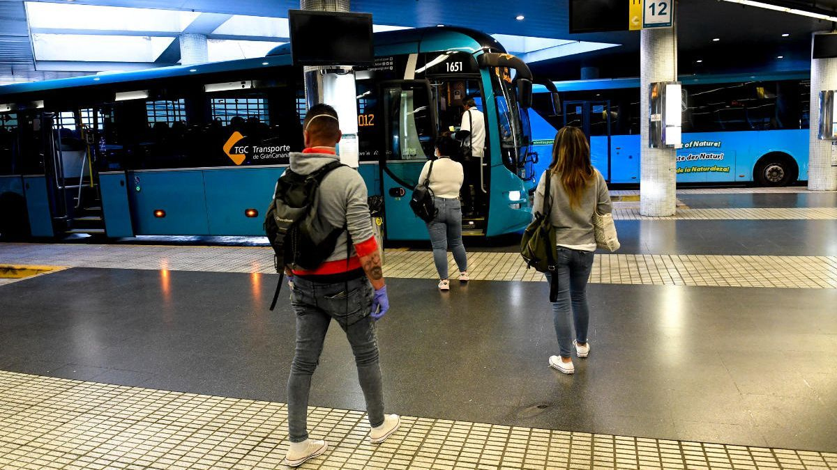 El Gobierno inyecta 20,6 millones a los Cabildos para el transporte público