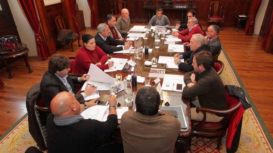 Los alcaldes de la comarca, incluidos los del PP, reciben la estrategia para crear el área metropolitana