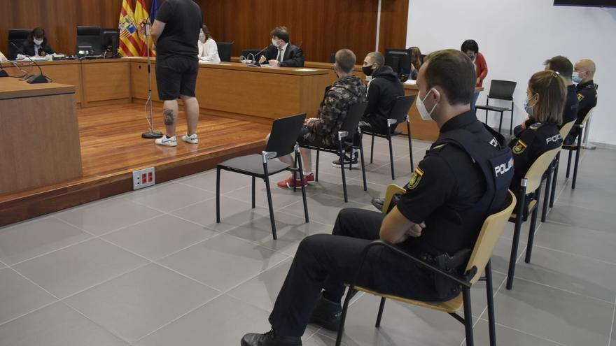 Piden de 7 a 11 meses de cárcel por intentar robar botellas de alcohol en un bar del Actur