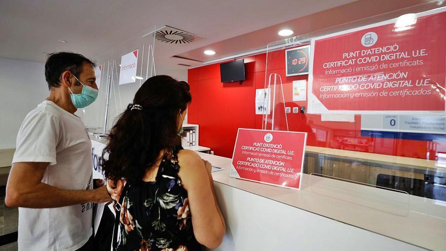 Certificado covid en Ibiza: mucho papel para poco pasaporte