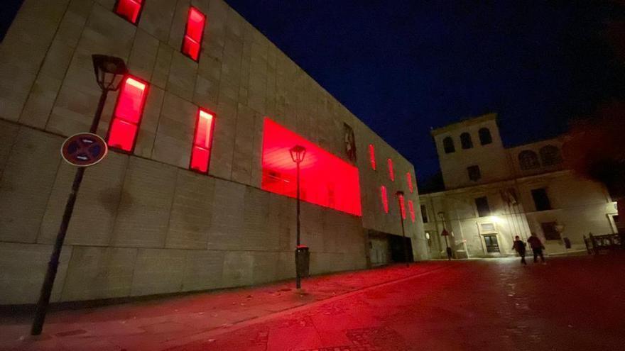 La Diputación de Zamora se ilumina por el Día de la Cruz Roja