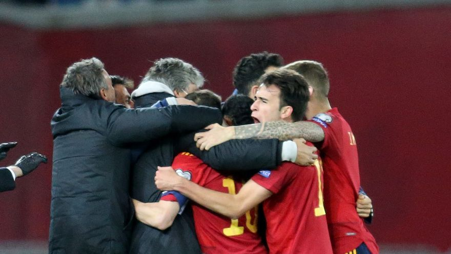 España reacciona a tiempo para remontar ante Georgia (1-2)