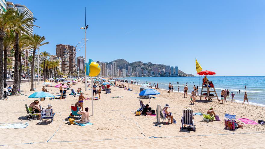 Los 1.000 auxiliares previstos por el Consell llegarán a las playas el 15 de junio
