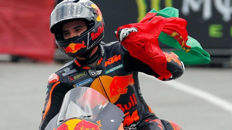 Oliveira s'exhibeix al circuit de Montmeló