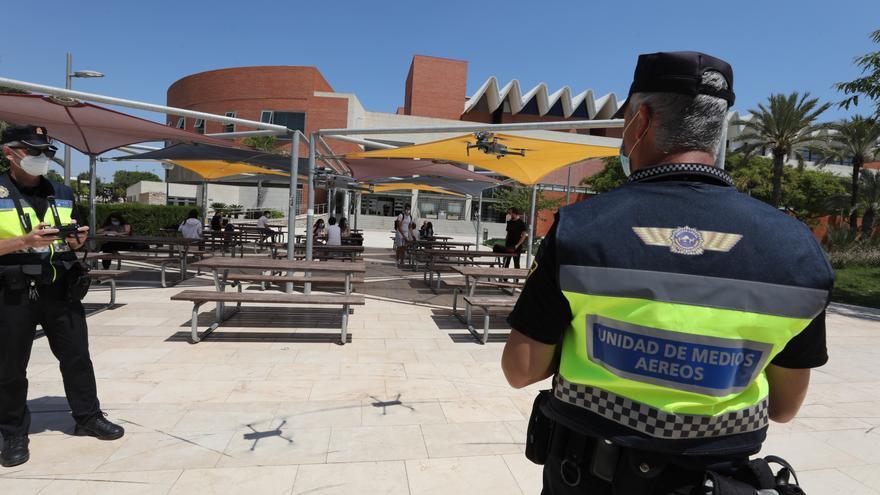 Así vigila la Policía de Elche con drones que se cumpla la seguridad en la Selectividad