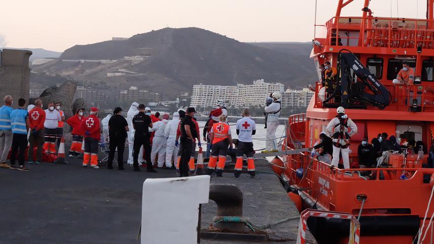 Rescatan dos pateras con 88 inmigrantes, entre ellos dos bebés, en aguas al sur de Gran Canaria