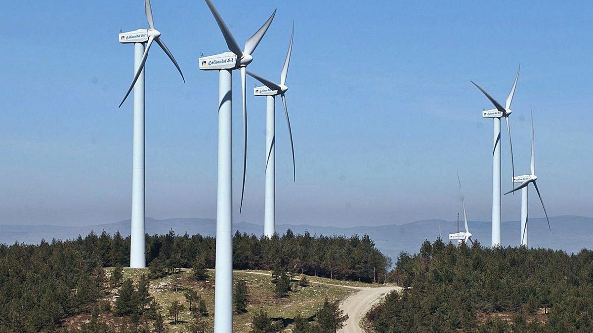 Un parque eólico en Ourense. |   // IÑAKI OSORIO