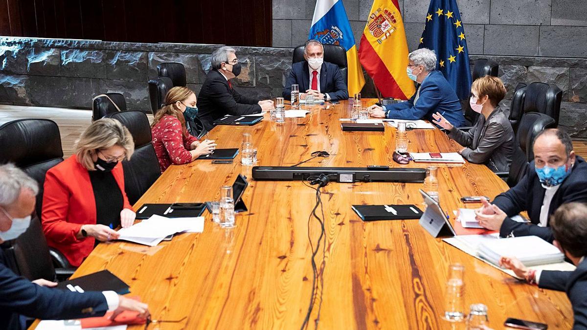 Un momento del Consejo de Gobierno de Canarias celebrado ayer en Santa Cruz de Tenerife.