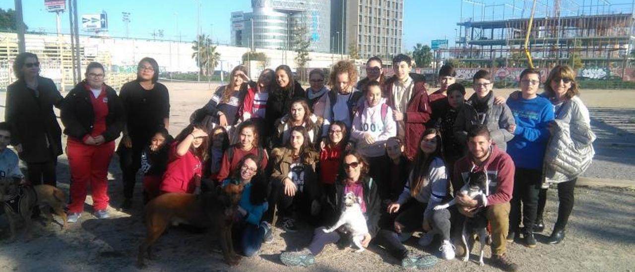 La SPAB con el colegio La Natividad durante una campaña de sensibilización. | L-EMV