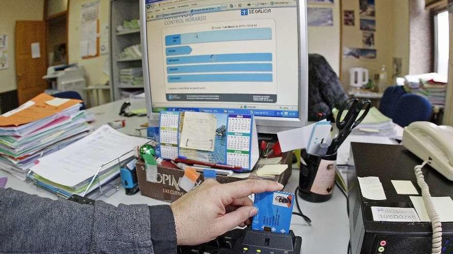 La Xunta ya controla el horario del 92% de los empleados públicos desde sus ordenadores