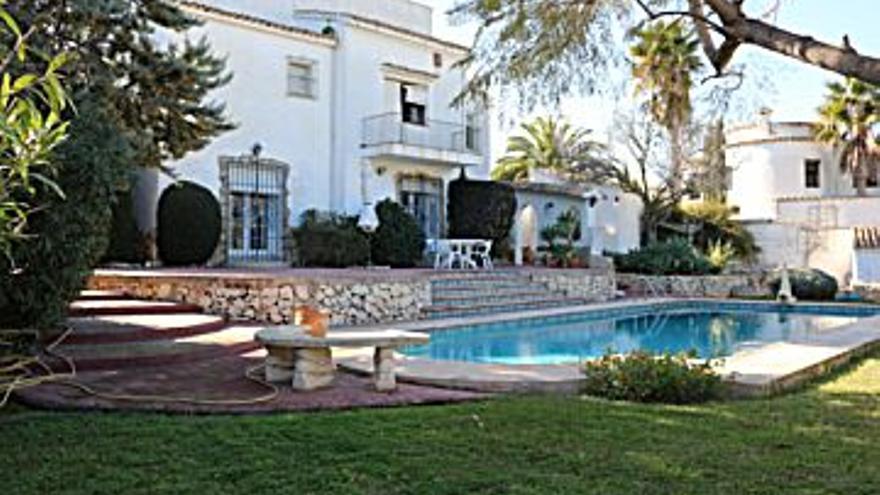 599.000 € Venta de casa en Moraira 1230 m2, 4 habitaciones, 3 baños, 487 €/m2...