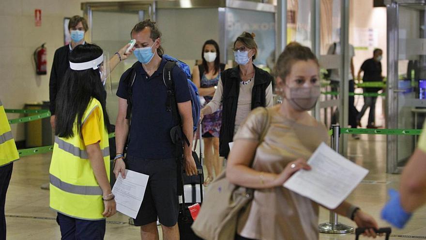 Ryanair mueve casi el 50 % del tráfico internacional en el verano de la pandemia