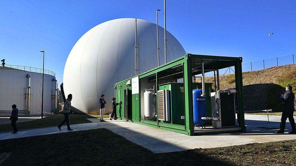 Instalaciones de producción de biogás de la depuradora de Bens.   | // CARLOS PARDELLAS