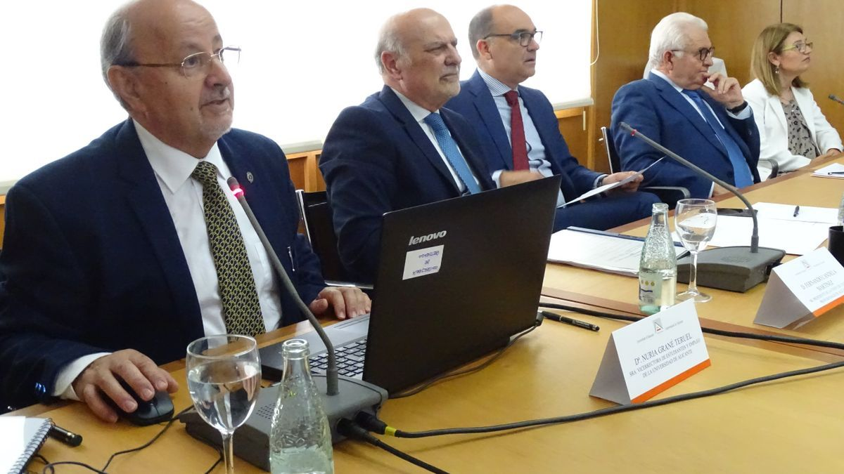 Reunión de Unión Profesional de Colegios en la Universidad de Alicante.