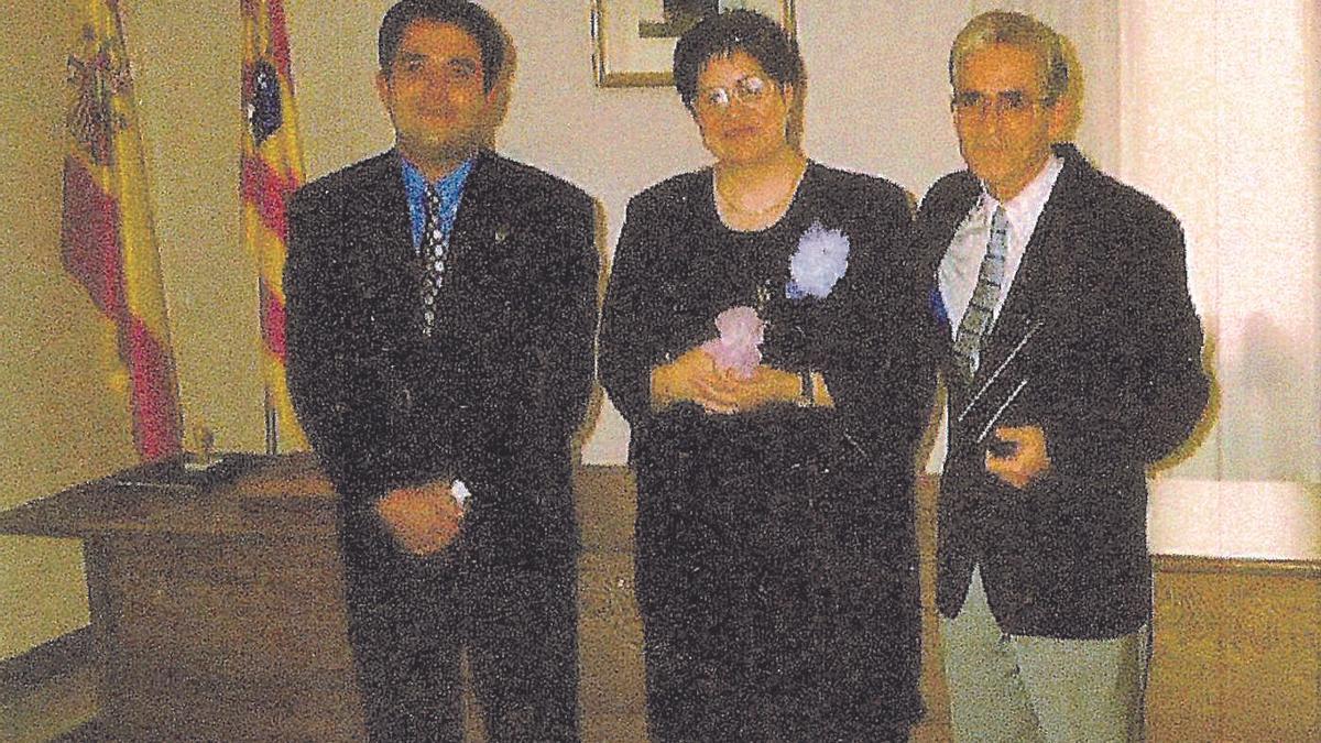 Dolores Serrano, junto a Jerónimo, a su izquierda, el día de su boda civil en Alcaine.