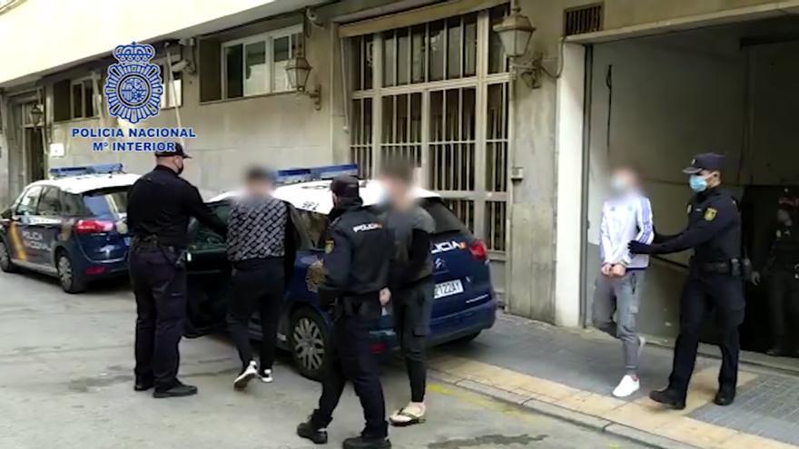 Tres detenidos por robar en dos supermercados de Benidorm con tapas de alcantarilla