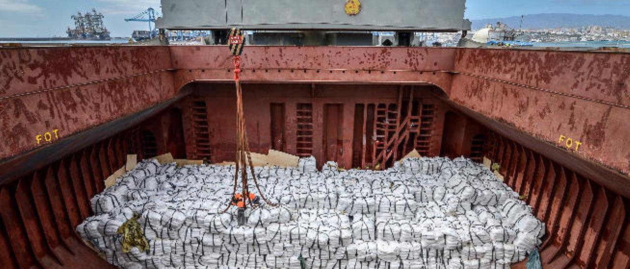 Los estibadores garantizan  la descarga de 7.200 toneladas de arroz del PMA