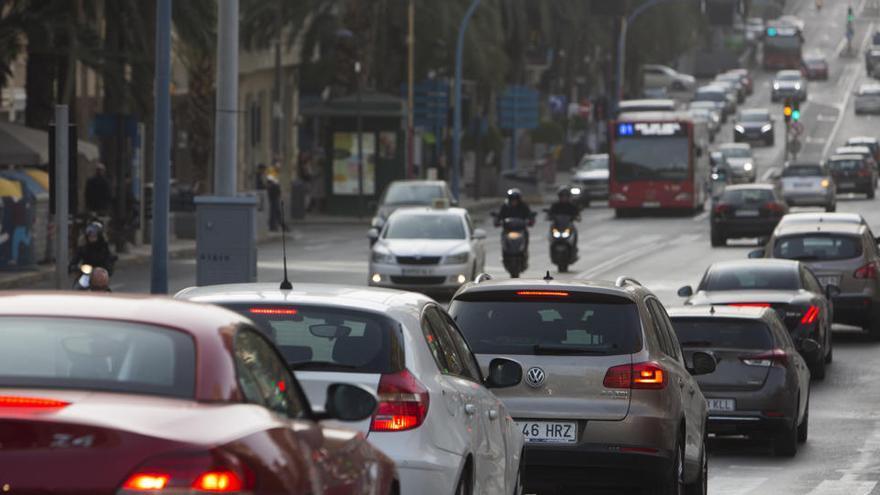 Más de la mitad de los padres llevan a sus hijos a clase en coche por el covid