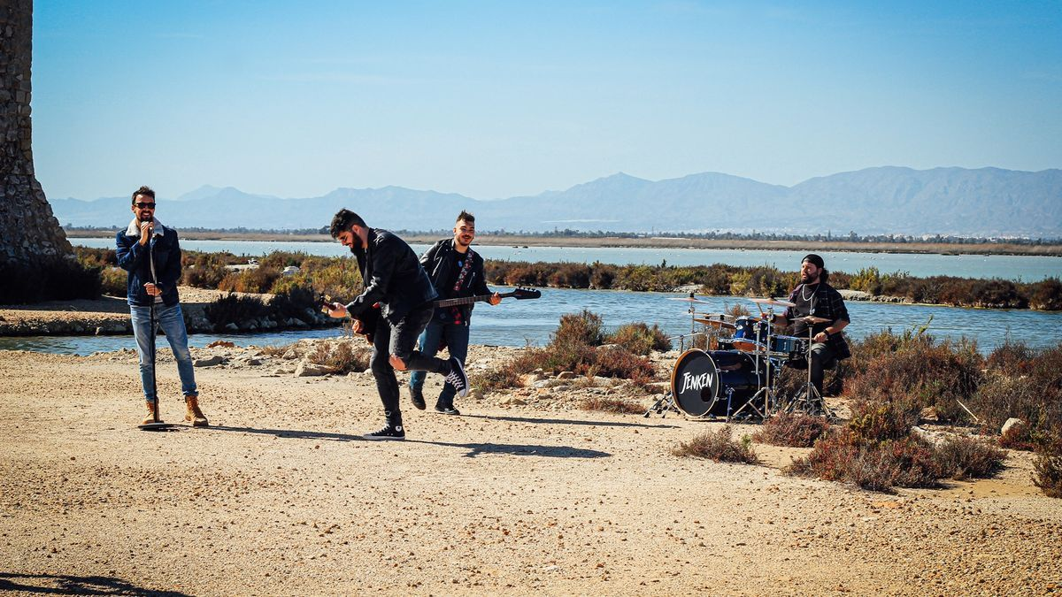 Imagen del grupo durante la grabación del videoclip