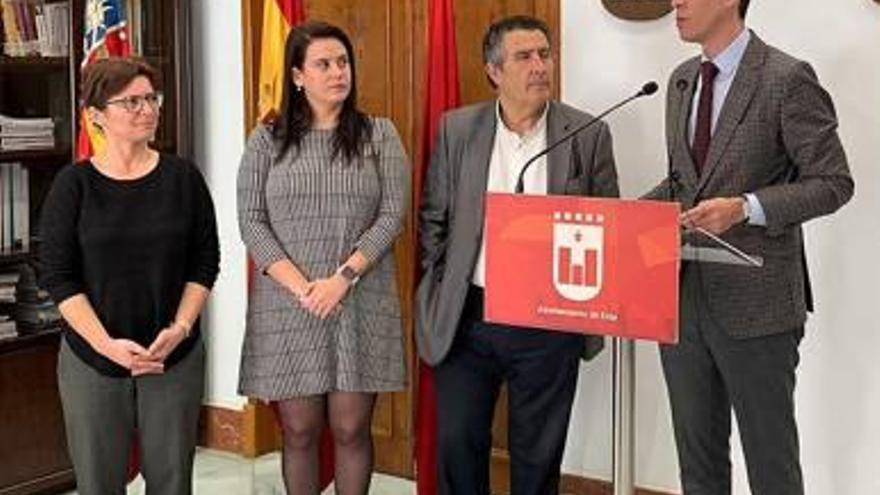 El exministro López Aguilar abre  en Elda «Las Voces de la República»