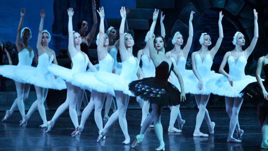 """""""El lago de los cisnes"""" llega a Vilagarcía con el primor del Ballet Nacional Ruso"""