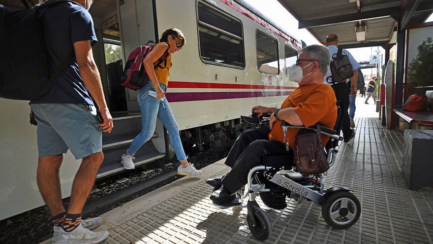 El plan de Adif por el cierre del Cercanías no es accesible para personas en silla de ruedas