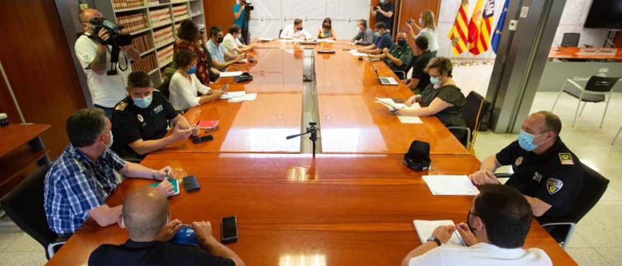 Imagen de la reunión celebrada ayer en el Consell de Eivissa.  V.Marí
