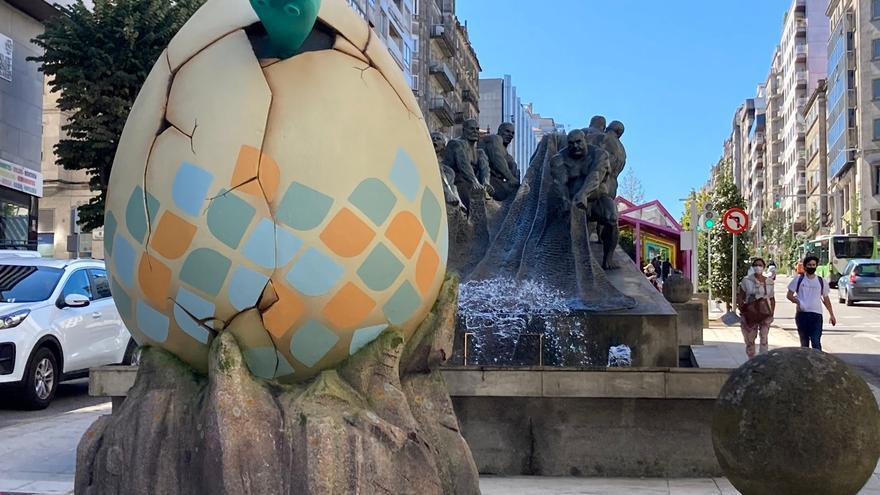 Misterio en Vigo: ¿Qué hace un huevo gigante en Gran Vía?