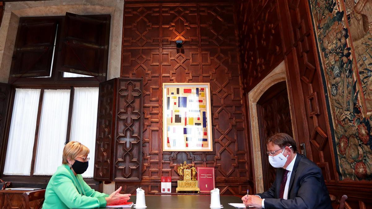 Ana Barceló y Ximo Puig, durante una reunión en una imagen de archivo.