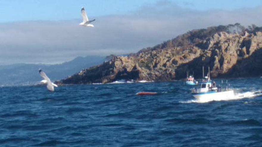 Un muerto y un desaparecido en el naufragio de un pesquero hundido en Cíes