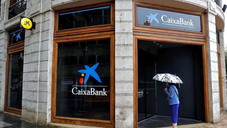 El juez anula las cláusulas multidivisa de las hipotecas de Barclays heredadas por CaixaBank