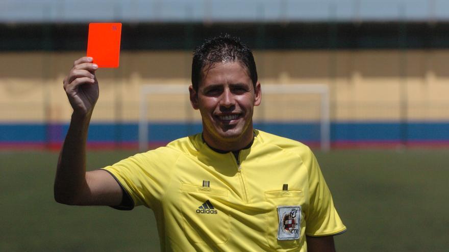 Héctor Suárez anima a los jóvenes a seguir arbitrando a pesar de su agresión