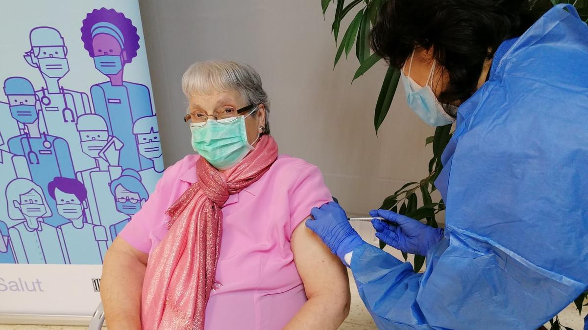 El Govern preveu començar a vacunar els usuaris de les residències amb la tercera dosi a partir de la setmana que ve