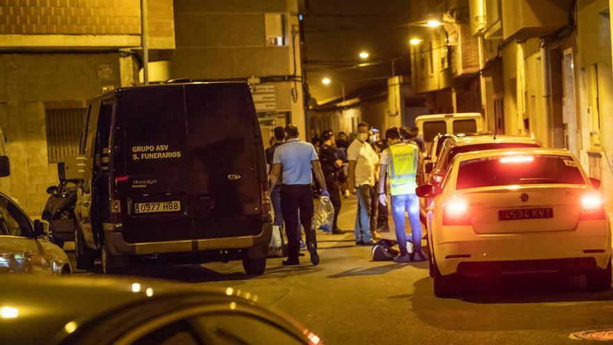 La Policía Local detiene a un hombre por degollar a su padre en Albatera