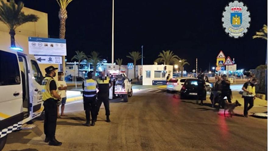 La Policía Local multa a un local de Ibiza por servir en el interior