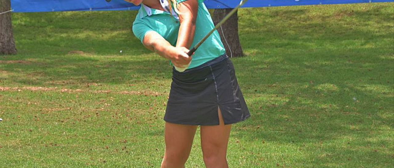 Keira González, ayer, en acción en el Maspalomas Golf. | | F. J.