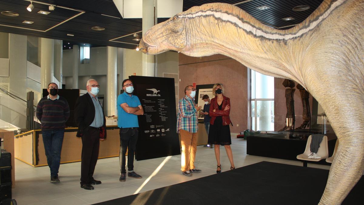 La concejala de Cultura, Verònica Ruiz, en una visita reciente a la exposición 'Morelladón & Cia' en el Planetari.