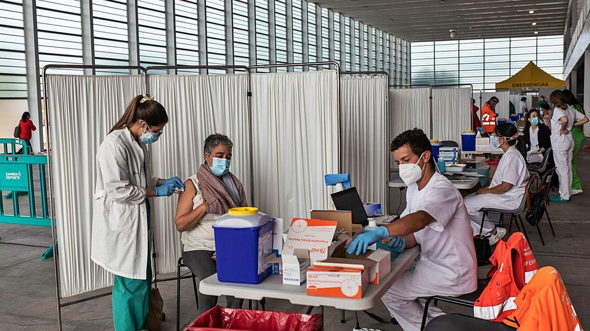 Centro de vacunación masiva de Ifeza, único que queda abierto en la capital.