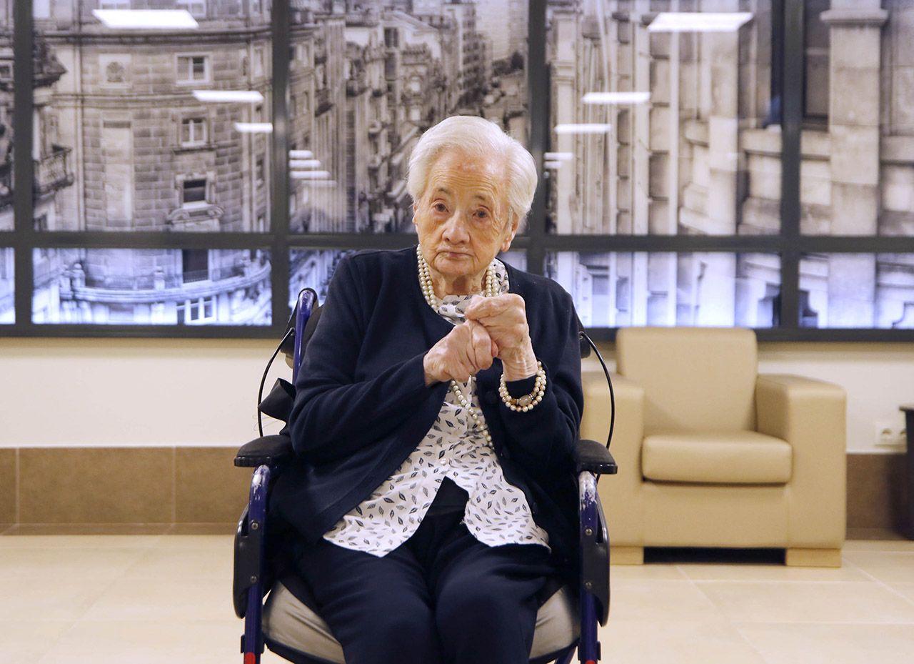 La ponteareana Asunción_García, que superó el_COVID a sus 107 años, ayer en una sala de DomusVi Salesas, en Teis
