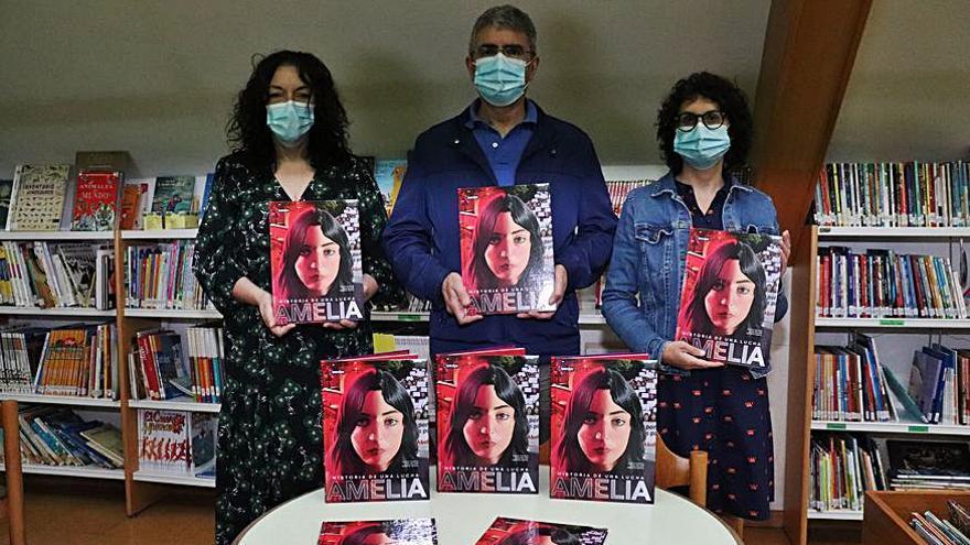 Las bibliotecas de A Guarda y del IES A Sangriña incorporan un cómic sobre la activista Amelia Tiganus