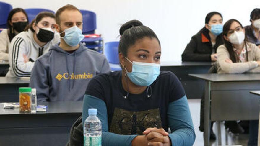 Gairebé 3.000 estudiants s'examinen per aconseguir una plaça al sector sanitari