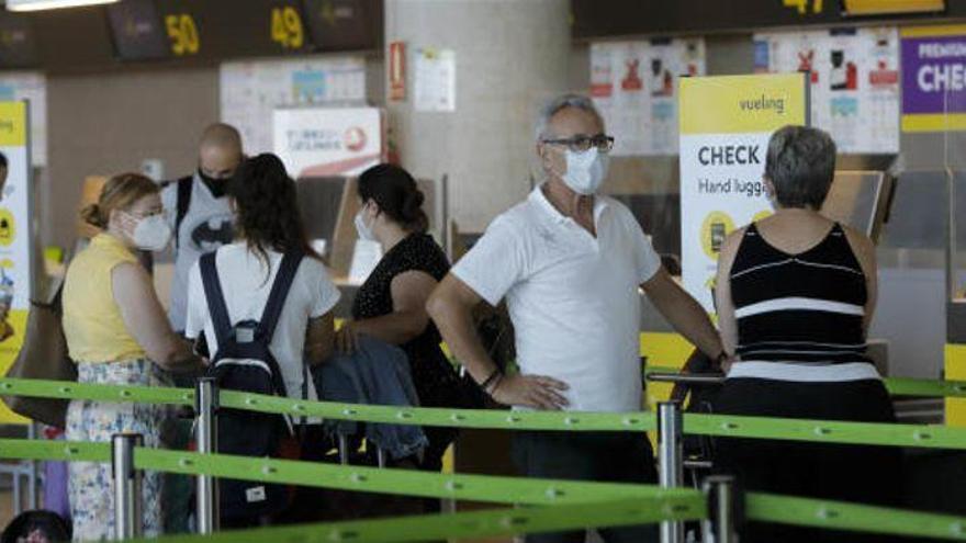 Canarias exigirá un test PCR a todos los viajeros