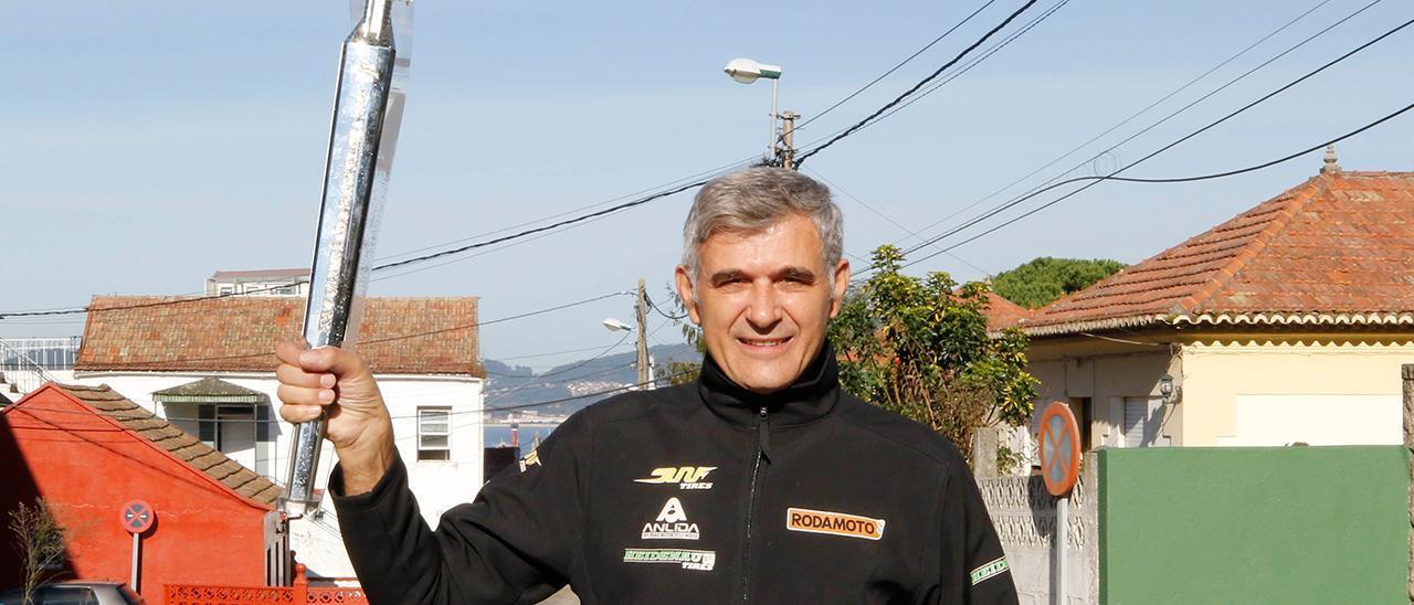 Ricardo Ramilo, con la antorcha de Barcelona 92, de la que fue portador.