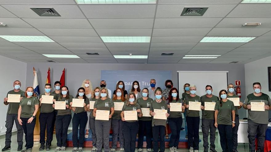 Los alumnos del curso para guía turístico de caminos y guía medioambiental reciben su certificado