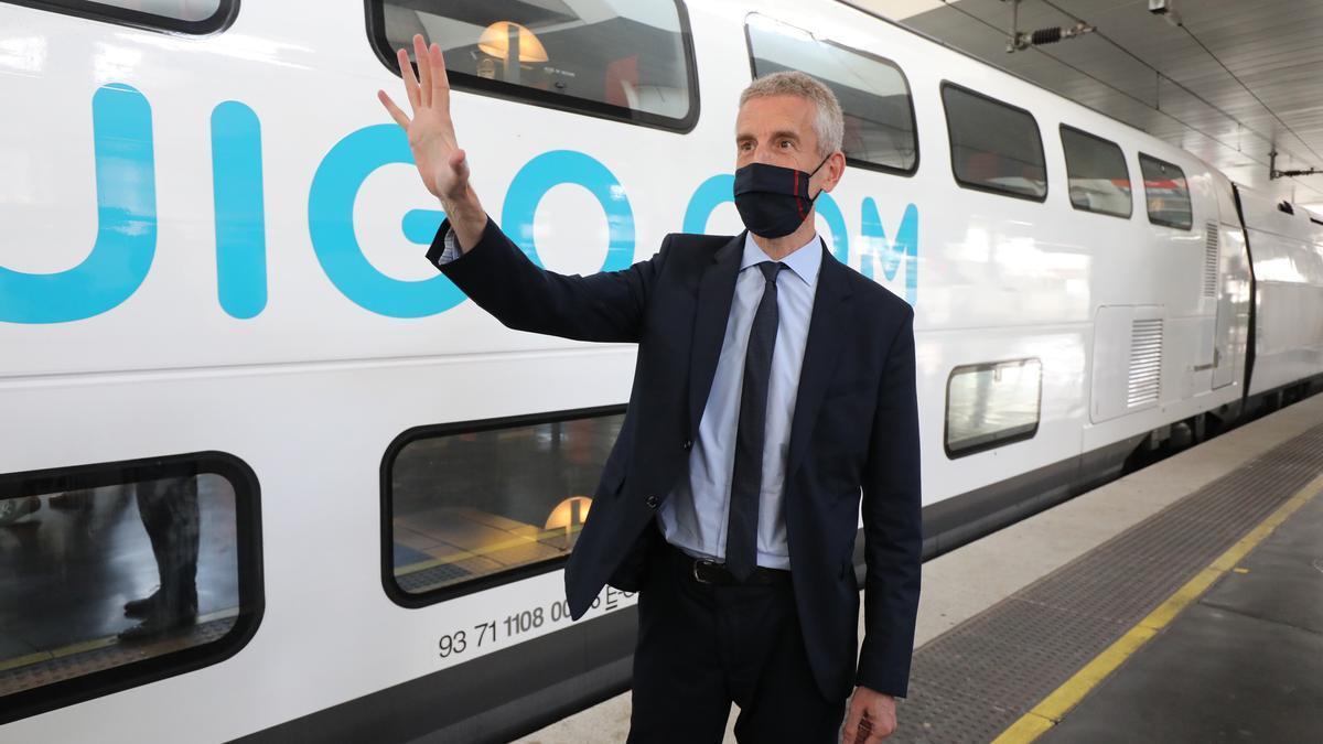Alain Krakovitch, responsable de Viajes de SNCF, a la llegada de Ouigo a la estación de Madrid Atocha desde Zaragoza.