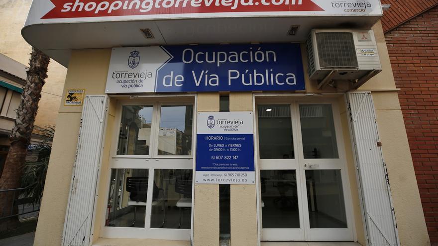 El área de Ocupación de Vía Pública de Torrevieja abre una oficina en La Plasa