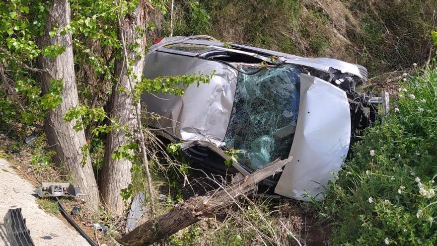 Herido leve tras salirse de la vía con su coche en Jérica