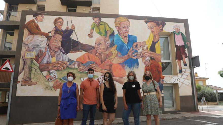L'Alcora rinde homenaje a los mayores con un gran mural en el Centro de Día