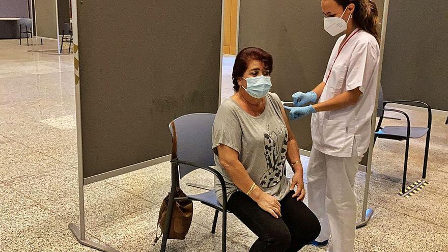 Canarias suma 897 contagios en la última semana, un 9% menos que los registrados en la anterior